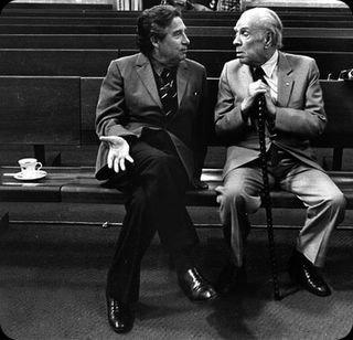 El último Premio Nobel en castellano (Paz) junto al mayor postergado al Premio Nobel en castellano (Borges)