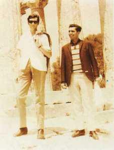 Julio Cortázar y Mario Vargas Llosa como traductores de la UNESCO. Atenas, 1967