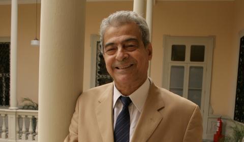 Antonio Cisneros ganó el PremioNeruda