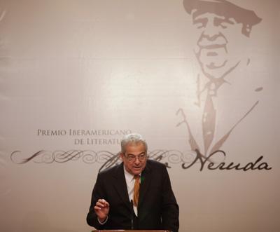 """Antonio Cisneros: """"La poesía es ante todo un acto deamor"""""""